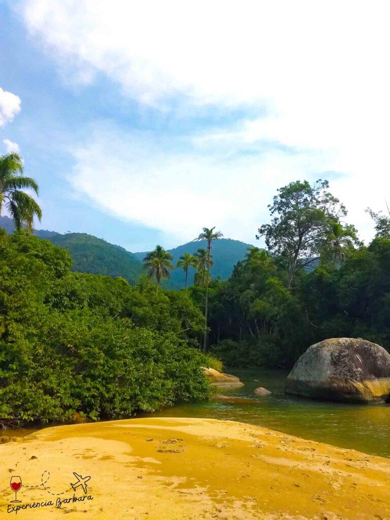 Lagoa da praia do Jabaquara em Ilhabela